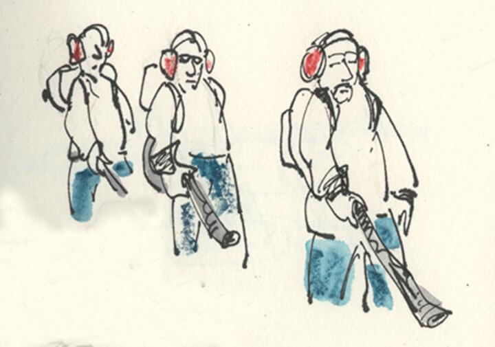 Drei Männer mit Laubbläsern